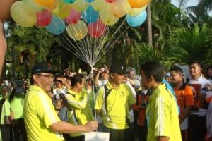 Pembukaan Diesnatalis PPs UNM oleh rektor UNM ditandai dengan Pelepasan Balon Gas