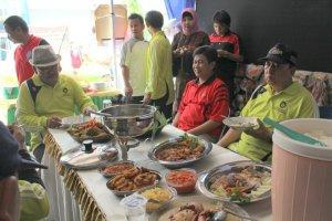 Stand Pameran Kuliner/Makanan Prodi BK di hadiri oleh para Dosen dan Mahasiswa